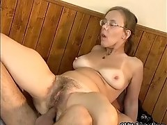 Mature housewife having an orgasm getting her hairy ass